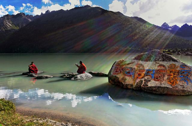 Hymne à la beauté contemplative du moment, au fil de l'œuvre photographique de Matthieu Ricard, moine bouddhiste.