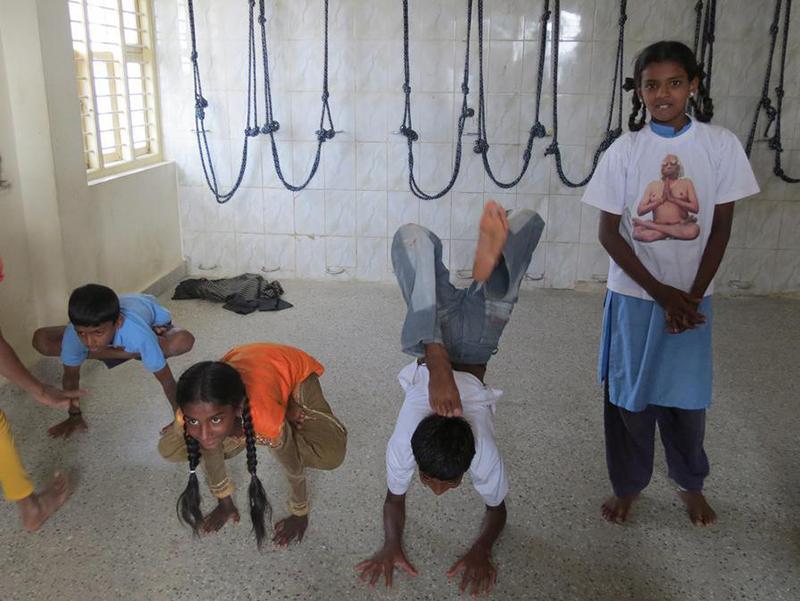 yoga, documentaire Debout de Stéphane Haskell.